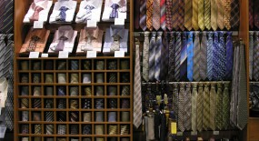 Physical Retail Stores vs Online: Which is best?
